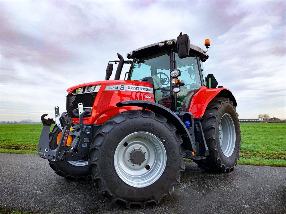Massey Feguson 6700 S Series with Zuidberg Front Hitch